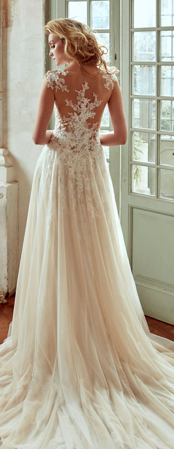 Nicole Ivory soft line dress, in tulle with macramè beading lace and chantilly lace. Nicole 2017 Collection - Wedding dress
