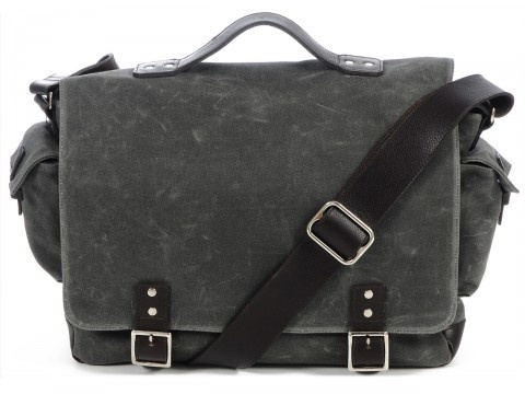 How I love Ernest Alexander messenger bags... Club Monaco has a (-n exclusive?) version without the side pockets which I love even more!
