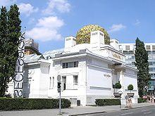 ゼツェッション館_J.Mオルブリッヒ_1898年 [19世紀末ドイツ語圏 芸術家運動 ゼツェッション派(分離派) 白い壁、3000枚のブロンズ板でドーム型の屋根 内部にはG.クリムトのベートーヴェン・フリーズ ]
