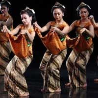 Java Indonesia Traditional Dance - Indonesia is a country rich of arts, from art of painting, art of dancing, art of carving, etc. Every island in Indonesia has its own special Indonesian dance, including in java island..