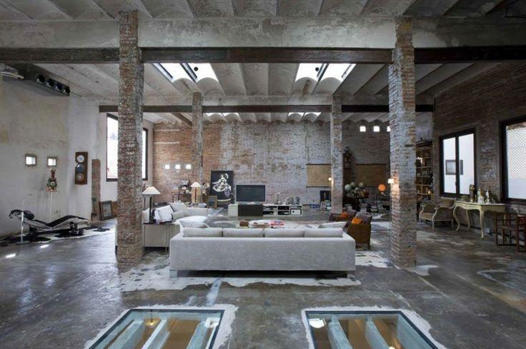 Splendida vecchia fabbrica di stampa trasformato in loft stile industriale americano a Barcellona.
