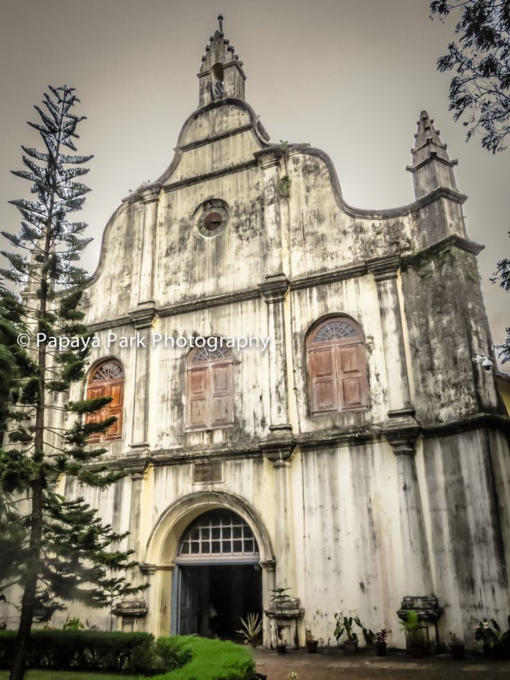 St. Francis Church, the oldest European church in India, where Vasco da Gama was buried in 1524. Fort Kochi (Fort Cochin), India.