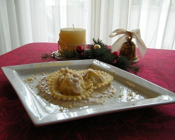 tortelli stracchino, crudo e nocciole, ricetta per Natale | #ricetta #tortelli #primi #natale