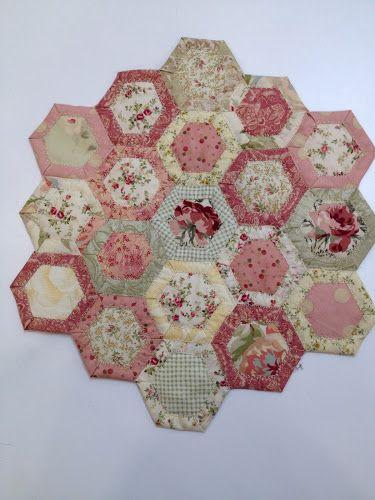 Quilt As You Go Hexagon Tutorial (Happy Appliquer)…