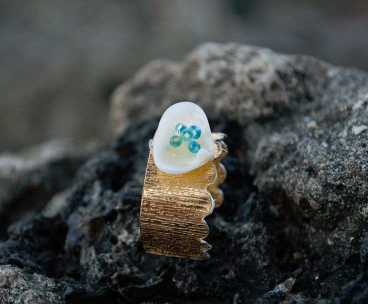 Ring with sea shell and beads