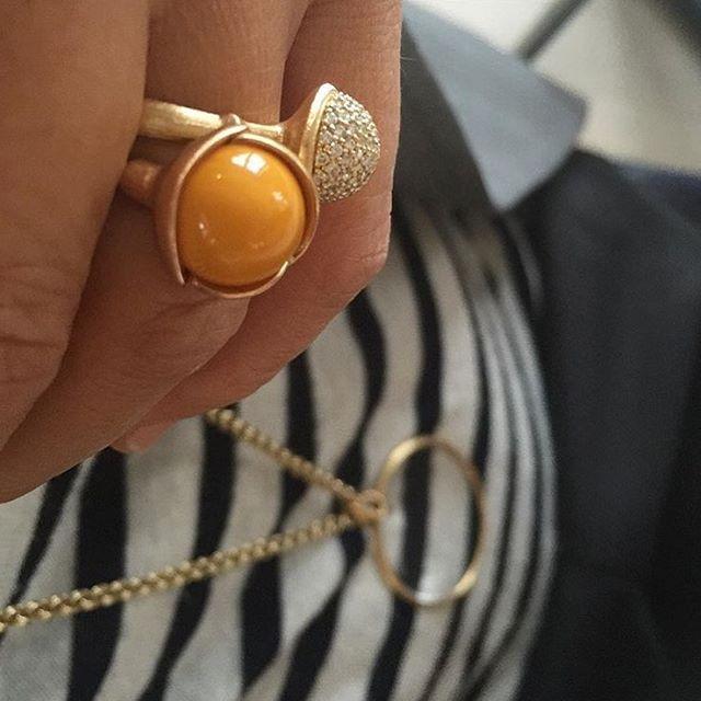 Look of the day by designer Charlotte Lynggaard #lotusring #gemstone #amber #diamonds #pavé #18k #gold #monocle #lookoftheday #finejewellery #olelynggaard #olelynggaardcopenhagen #charlottelynggaard #RG @charlottelynggaard_dk