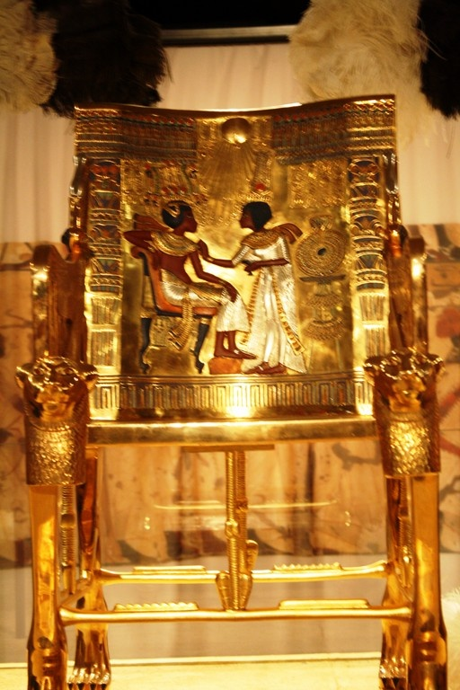 king tutankhamen and his treasures At least 55 pieces of fabric decorated with gold that were found in the tomb of the  pharaoh, better known as king tut, will be exhibited in public.