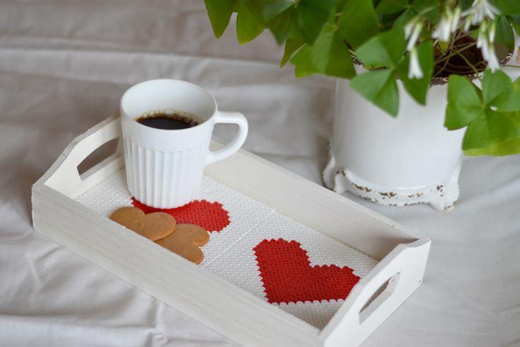 Kaffebricka med pärlade plattor i botten #hama #DIY #pärlpyssel