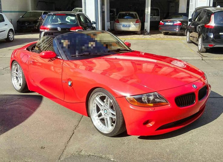 BMW Z4 wrapped in cardinal red. 0212 286 48 43