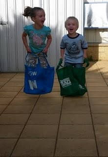 Shopping Bag Sack Race #greenshoppingbags #sackrace #rainydayplay #tommeetippeeau  Keep the kids active indoors with a sack race.  Use an old pillowcase or why not use your green shopping bag?!