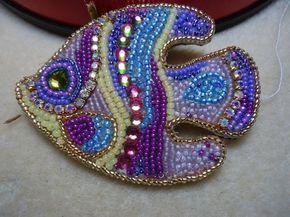 Альбом пользователя Наталья_Фёдоровна: Брошь рыбка и просто круглая брошь.