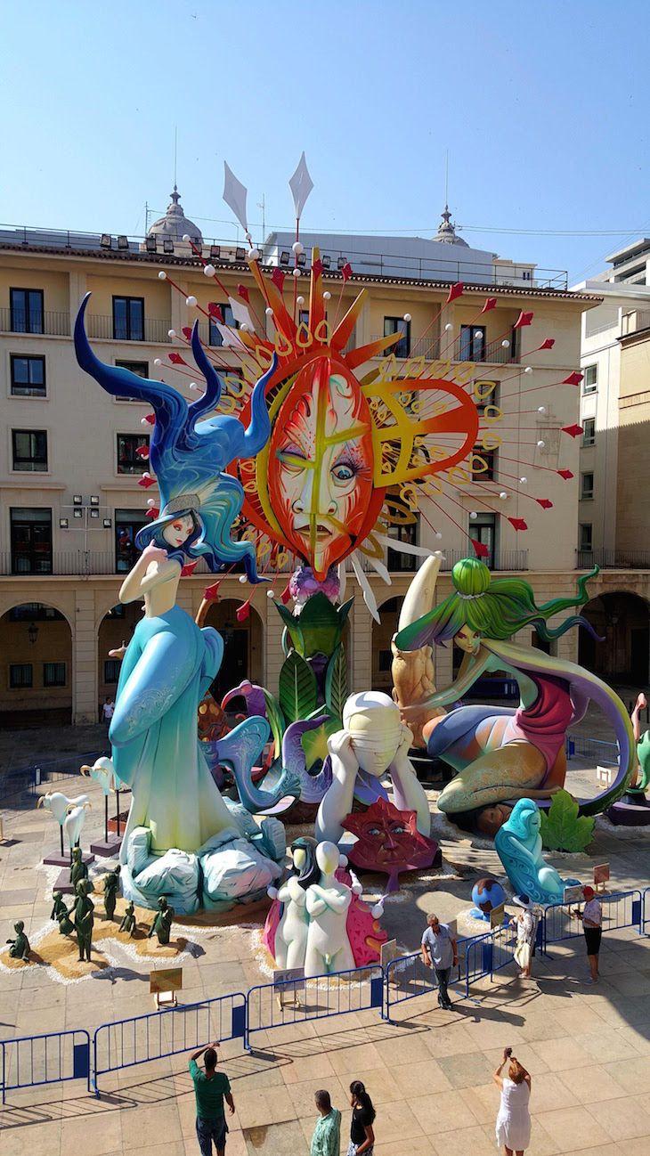 Fogueiras de S. João (Hogueras de San Juan) em Alicante, Espanha | Viaje Comigo