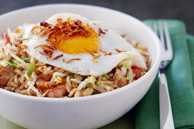 Whip up dinner in a flash with this tasty Nasi goreng.