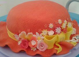 """Questa è la mia ultima #torta decorata: la """"Torta cappello"""", realizzata per il #compleanno di una persona a me cara. #tortadecorata #cakedesign #cakeinspiration #cakedecoration"""