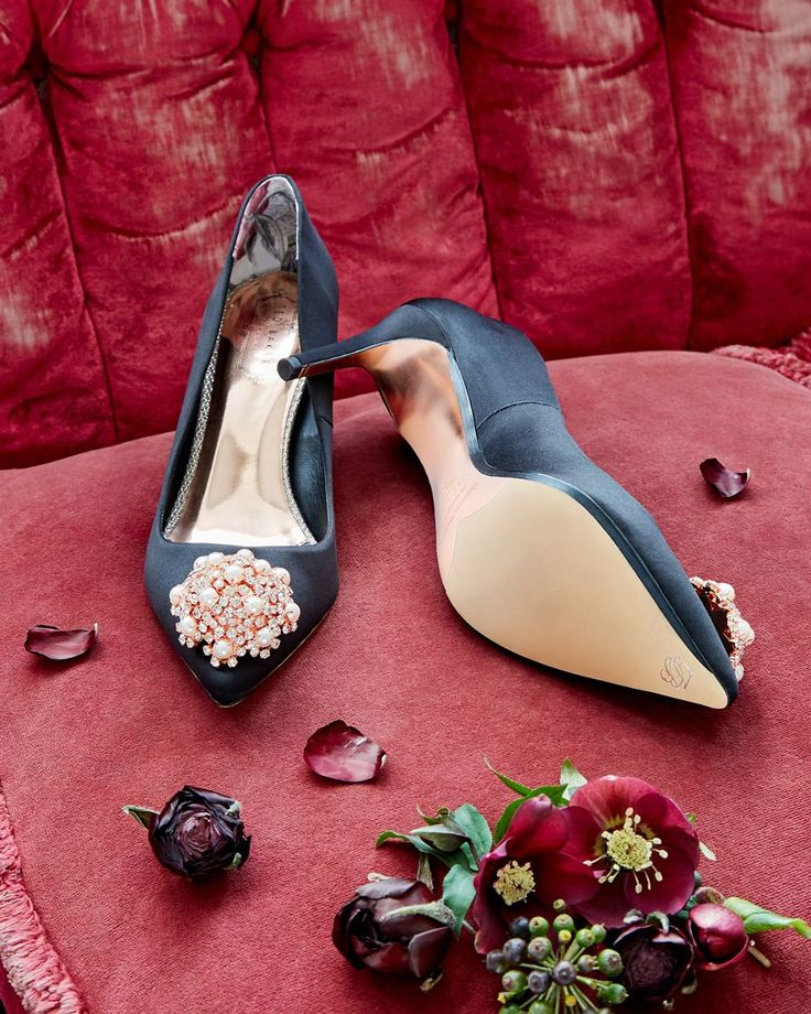 PEARLY QUEEN: Elevate your bridal look with the DAHRLIN embellished courts