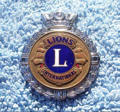 VINTAGE-1960s-LIONS-CLUB-INTERNATIONAL-CAR-GRILLE-BADGE-ENAMEL-AUTO-EMBLEM-GAUNT