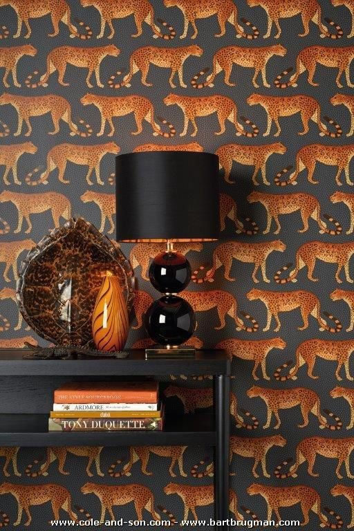 Spectacular image of COLE & SON's January 2017 'Ardmore' collection, made in collaboration with Ardmore Ceramic Art in South Africa. For more: www.coleandson.nl or www.cole-and-son.com or www.bartbrugman.com/press-cole-son and http://ardmoreceramics.co.za/.