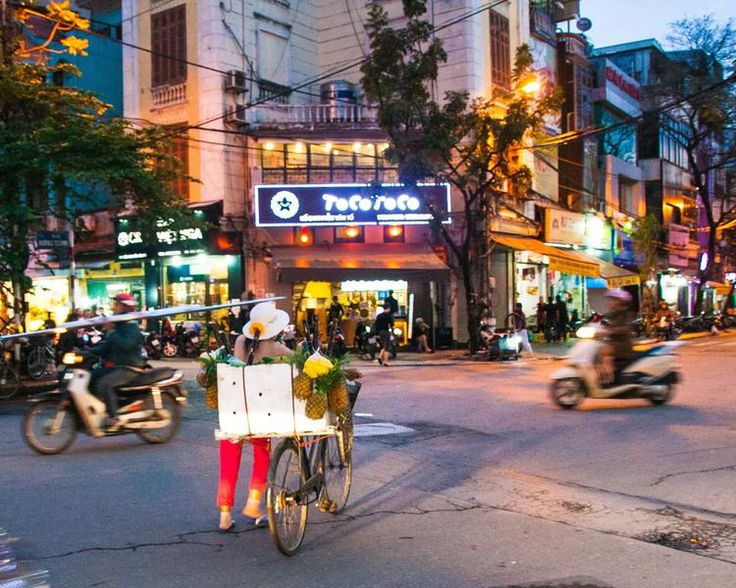 Hanoi is a vibrant and very cool city! Strolling around the old quarter, you will constantly see the coexistence of tradition and a modern lifestyle.
