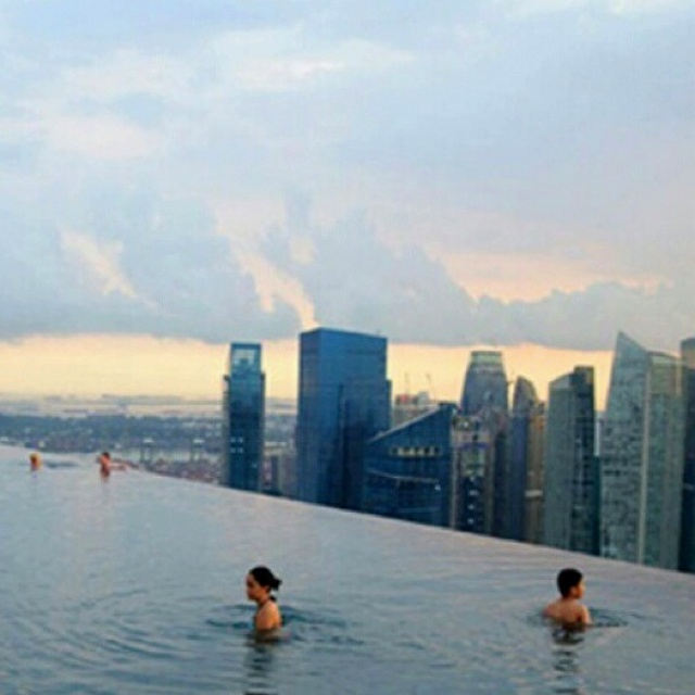 I want this infinity pool!! *_*