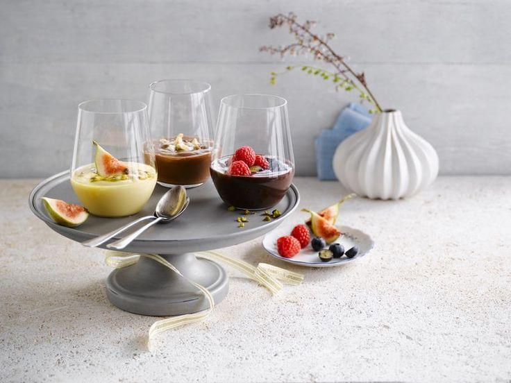 Maak indruk met deze lekkere nagerechten gemaakt met verschillende Alpro Desserts.