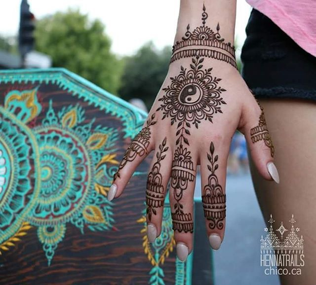 Ying yang henna from the market! My jam is just quietly pouring my art heart out via my henna cones. #arthearts