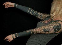 Оригинальная женская татуировка рукава