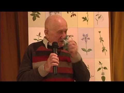 A parlagfű, mint rákgyógyszer? - A bükki Fűvesember előadása Győrben - 2012. november 6. - YouTube