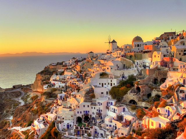 Have you ever seen a #sunset like this? #Santorini Photo credits: @p Kamno