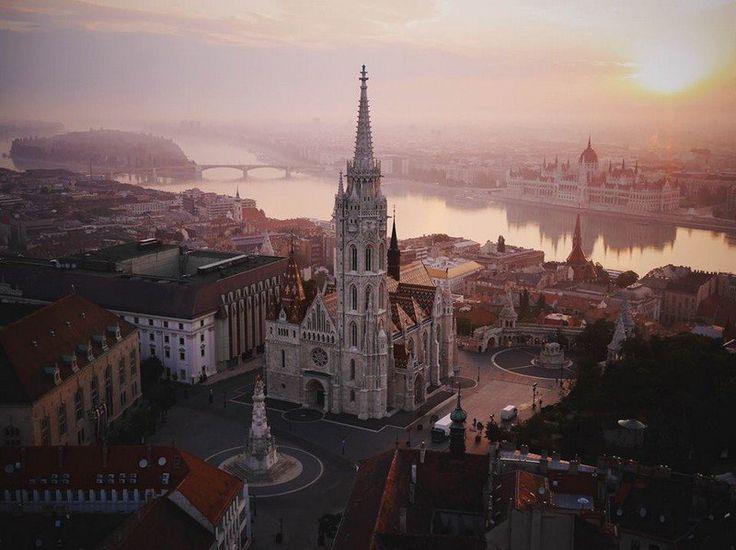 Budapest - château de Buda + Parlement de Budapest