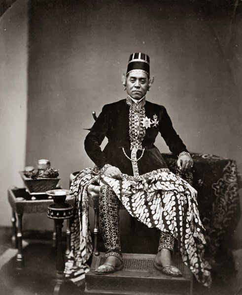 Sultan Hamangkoe Boewono VI ~ Jogjakarta ~ 1855Hamengkubuwono VI (also spelled Hamengkubuwana VI, 1821 - 1877) was the sixth sultan of Yogyakarta, reigning from 1855 to 1877.