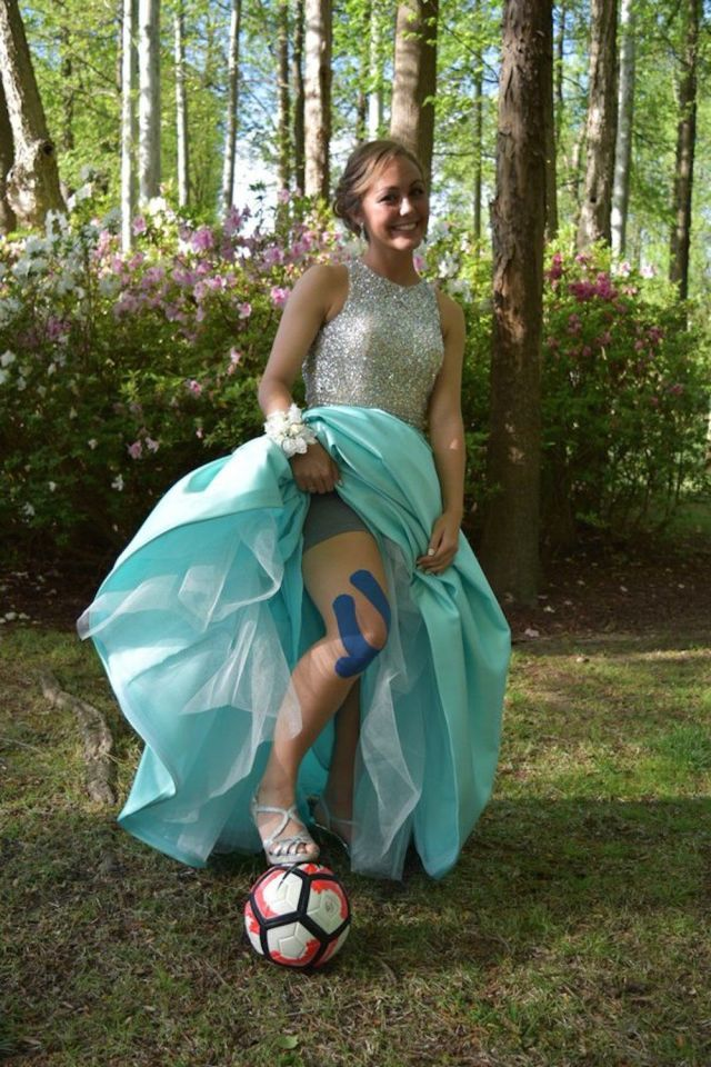This Soccer Player's LOL Prom Pic Is One Every Busy Girl Can Relate To - Seventeen.com