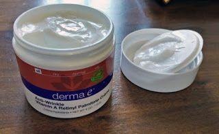 Daniele: Crema naturala antirid DermaE, review  http://daniela-florentina.blogspot.ro/2016/12/crema-naturala-antirid-dermae-review.html