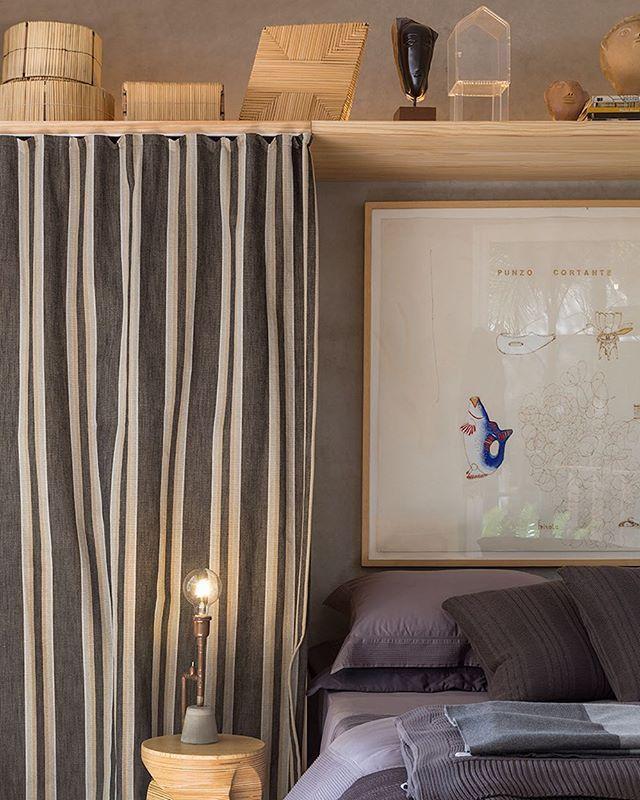 Cestaria da tribo Ashaninka - Acre, divisa com o Peru, na Casa do Amazonas. Quadro de Malu Pessoa - SP. Foto Evelyn Muller - www.casadosoutros.com.br #zizicarderari #casadosoutros #casacor #casaaqua #evelynmullerfotos #pauloalves #pauloalvesdesign #decoração #decor #homedecor #design #homedesign #interior #interiores #interiordesign #casa #home #interiordecor #arte #art #artepopular #ashaninka #tribo #casadoamazonas #quadro #square #malúpessoa