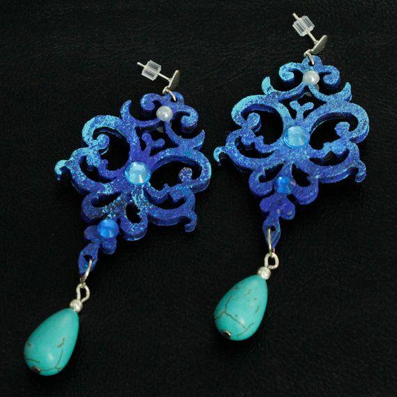 Orecchini blu in legno dipinto a mano e di FrancescaColautti, €25.00