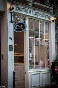 Bertie's Cupcakery  Rue Chanoinesse  Paris
