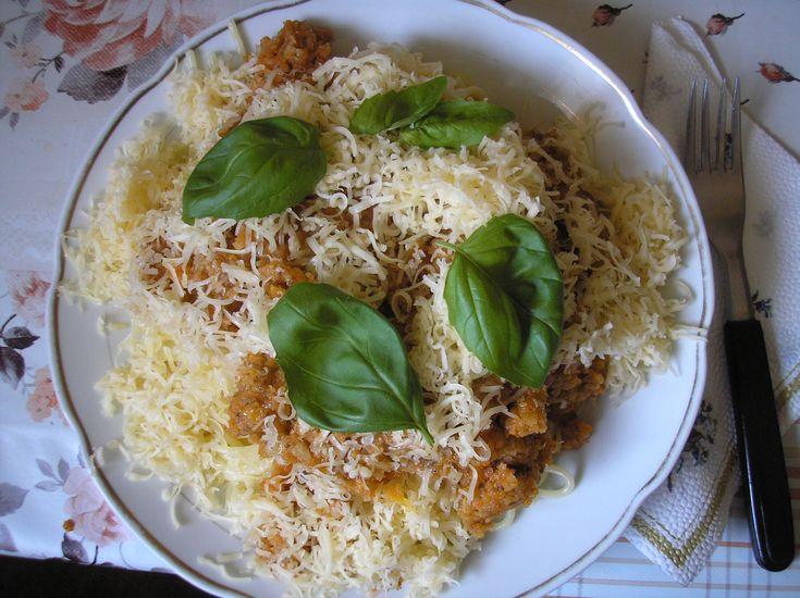 """Férjem+nagymestere+az+olaszos+mártásoknak,+ez+a+""""zöldsugo""""+a+legújabb+kreációja,+amelyből+csak+annyit+árulunk+el,+hogy+úgy+kezdődött:+megnézte,+milyen+zöldségek+vannak+az+erkélyünkön+lévő+ládában.+Így+született+meg+ez+a+spagetti,+amelyet+friss+bazsalikommal…"""