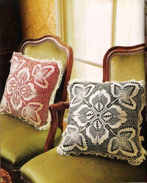 Beautiful crochet pillow decor with diagram