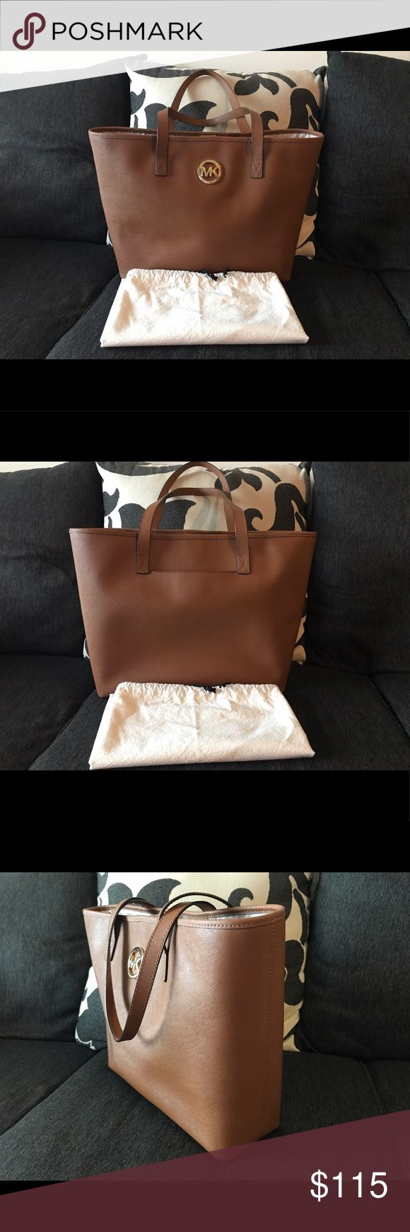 "Michael Kors - Large Luggage Totes! 💯% AUTHENTIC Beautiful Michael Kors Large Luggage Tote With Gold Detailing! Include NONE MK Dust Bag! Plenty Of Room For Everything! Lightly Used In Like New Condition! Measurements: 17"" Top and 13.5"" Bottom Length x 12""H x 4""D! Handle Drop 9.5""! LOOKING TO SELL ONLY! Reasonable Offers Welcome! Happy Poshing. Michael Kors Bags Totes"