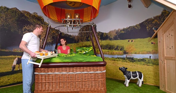 Tussen Eindhoven, Tilburg en 's Hertogenbosch ligt Het Groene Woud. Het landschap is hier zeer gevarieerd en dat kun je vooral vanuit de lucht goed zien. Er worden hier dan ook zeer regelmatig ballonvaarten georganiseerd. Ook zijn hier twee prachtige vakantiehuizen waar je in een ballonmand kunt slapen! #origineelovernachten #officieelorigineel #reizen #origineel #overnachten #slapen #vakantie #opreis #travel #uniek #bijzonder #slapen #hotel #bedandbreakfast #hostel #camping #kids
