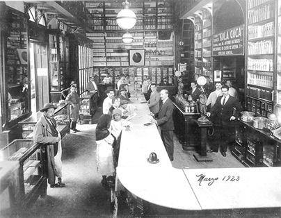 5 de febrero… la calle de las boticas en México, D.F. 1923.