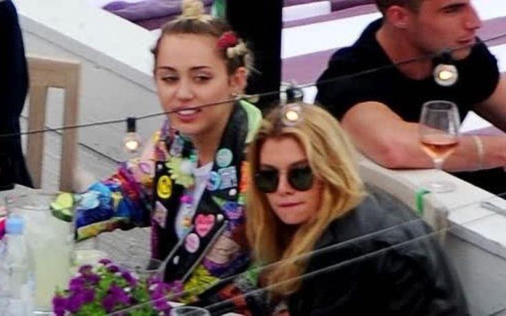 Mengaku Seorang Biseksual, Miley Cyrus Pacari Model Cantik Stella Maxwell - http://www.rancahpost.co.id/20150635019/mengaku-seorang-biseksual-miley-cyrus-pacari-model-cantik-stella-maxwell/