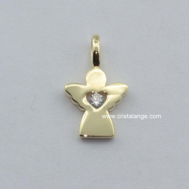Le cadeau idéal pour un baptême ou pour se faire plaisir...Ce bijou est un tout petit ange gardien en or 585 avec un zirconium brillant de tous feux en son coeur. www.cristalange.com