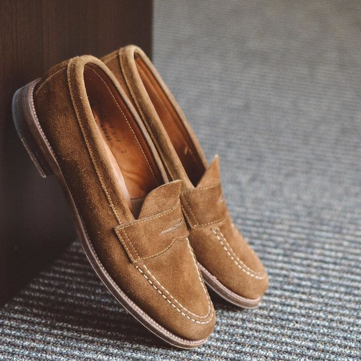 Got about a foot of snow last night so sitting here dreaming about loafers  . . . #aldenarmy #suede #loafers #dailylast #goodyearwelt #rakish #rakishgent #classicmenswear #stylishmen #menstailoring #stylishgent #madetobeworn #styleforum #mensshoes #mnswr #shoeshine #shineyourshoes #shoegazing #ptoman #shoegazingblog #shoesoftheday #shoestagram #mensweardaily #menswearblog #shoecare #sprezzatura #sartorial