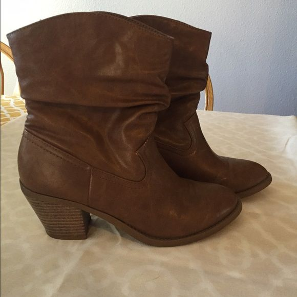 Adorable American eagle tan ankle boots These are some of my favorite boots but they are just a tad too small for me! Very good condition, worn less than 5 times! American Eagle Outfitters Shoes Ankle Boots & Booties