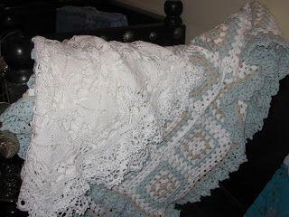 JanitaM: Gehaakte dekens.De witte is van durable katoen nr. 10 en de blauwe is van organic katoen nr.8