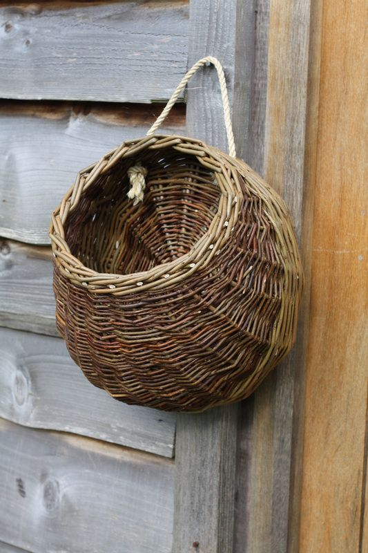 I don't think I've ever really seen a basket like this one. Interesting to build.