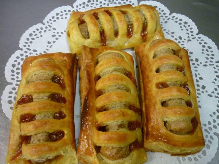 Lust jij een frikandelbroodje? Zelf gemaakt zijn ze nog lekkerder! Wij hebben het recept voor je.