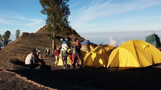 Best camping spot on Mt. Rinjani.  Have you been here..? Join us #mujitrekkertrip.  #mujitrekker #mtrinjani #Lombok #lombokisland #mountaineering #backpackers #backpacking #hiking #mountaingirls #natgeo #wanders #wanderlust #traveling #travellust #craterrim #Indonesia #landscape
