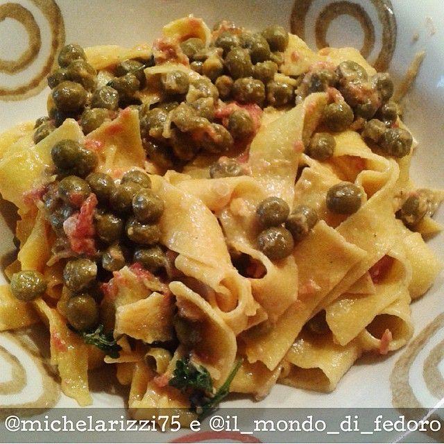 #OggiLucianaMosconi con il piatto di #pappardelle e sugo di piselli, pelati e cipollotto preparato da @michelarizzi75 e @il_mondo_di_fedoro.  Buonissime! Voi cosa avete mangiato?