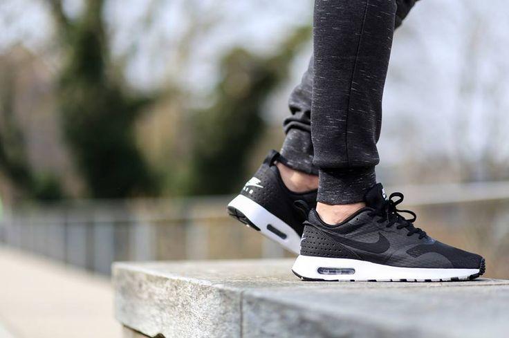 Nike Air Max Tavas Essential Erkek Siyah Spor Ayakkabı (725073-001)  Alışverişe Başla >>http://goo.gl/UZ1l5s  41 - 45 arası numaralar stoklarda.  Ürün Fiyatı :279,50 TL